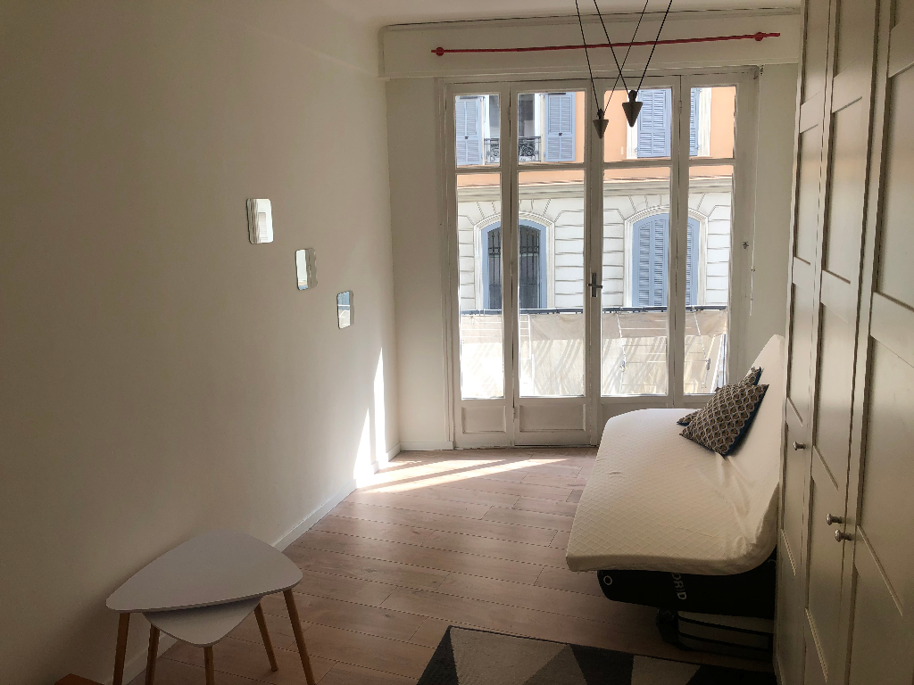Location : appartement F1 à NICE